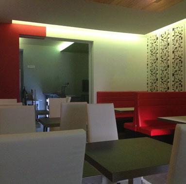 Momo Restaurant Pub